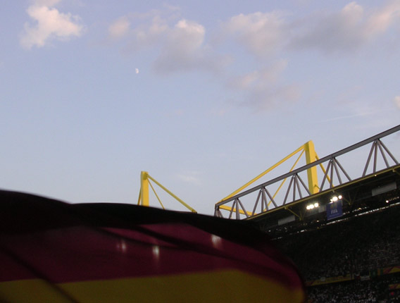 moon_and_flag_over_dortmund.jpg